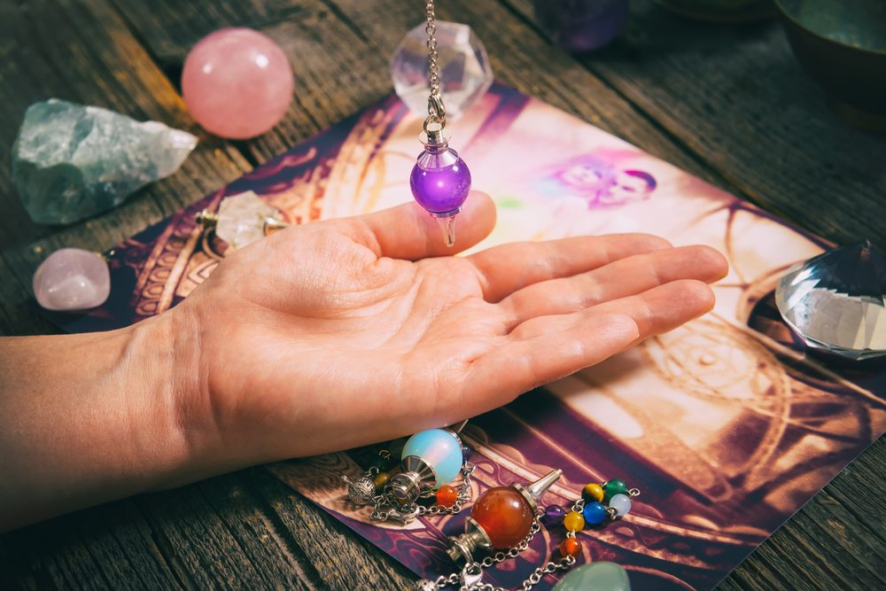 How to make your own pendulum for psychic readings